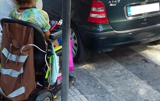 Εφυγε ο ενας παραβάτης και ήρθε ο επόμενος ζητώντας από ανάπηρη να φύγει από το σημείο!