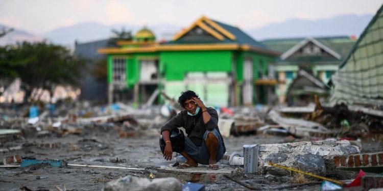 Νέο βίντεο-σοκ από το τσουνάμι των χιλιάδων νεκρών στην Ινδονησία