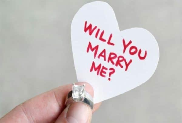 Η πιο ρομαντική πρόταση γάμου με λύρες, ασκομαντούρα και μαντινάδες
