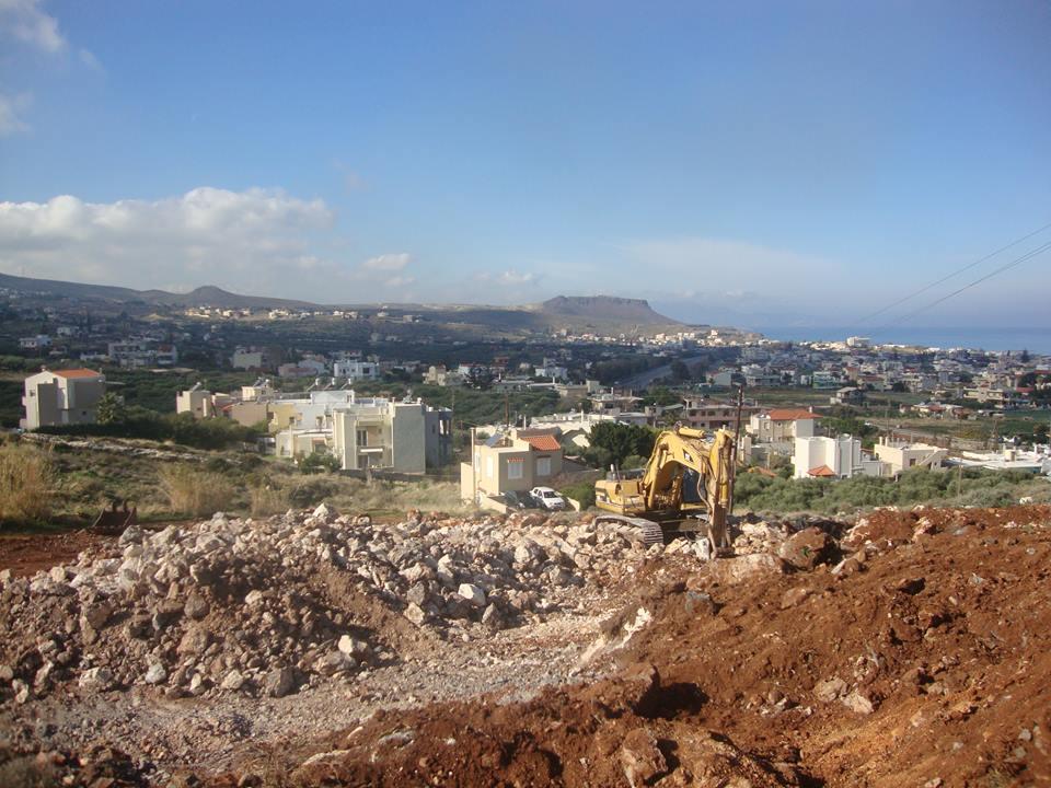 Οι μπουλντόζες ξεκινησαν τις εργασίες για την κατασκευή του σχολείου (pics)