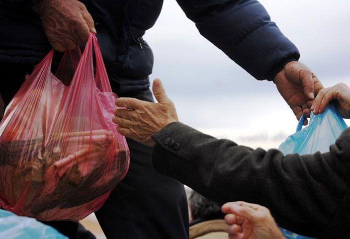Μοιράζουν κρέας ως Χριστουγεννιάτικο δώρο σε οσουςέχουν ανάγκη- Διανομή μέσω ΤΕΒΑ από την Περιφέρεια Κρήτης