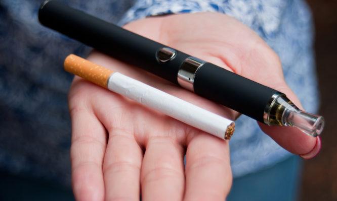 Πόσο κακό κάνει η παράλληλη χρήση τσιγάρου και ηλεκτρονικού τσιγάρου