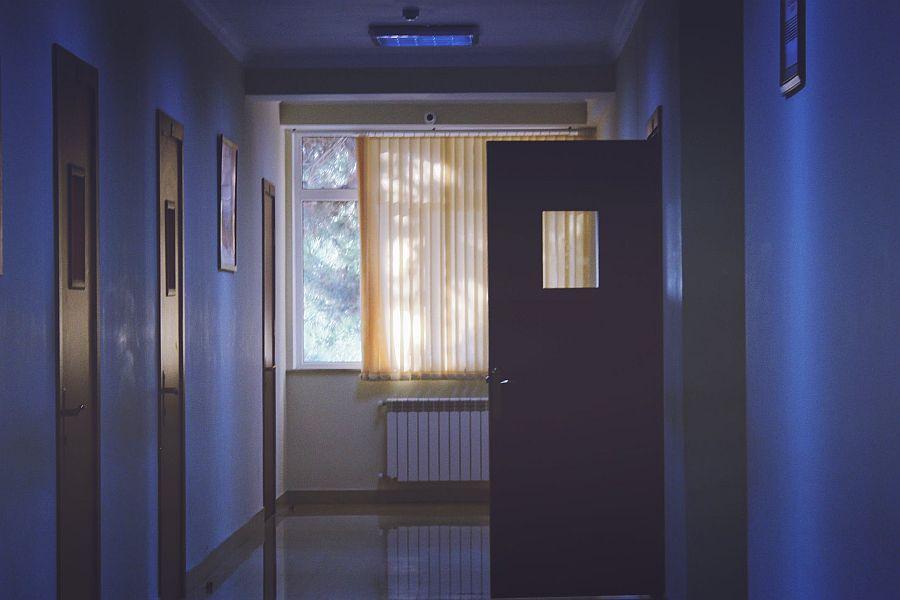 Γυναίκα έπεσε από τον πρώτο όροφο του νοσοκομείου