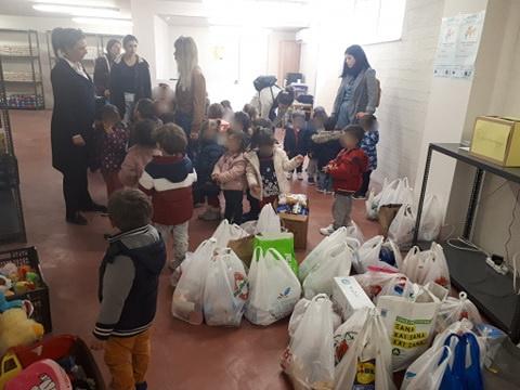 Διανομή τροφίμων μακράς διάρκειας από το κοινωνικό παντοπωλείο
