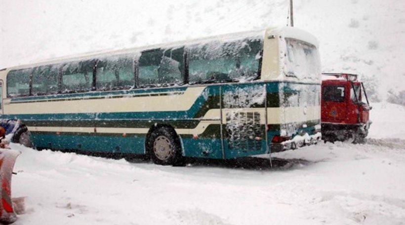 Θεσσαλονίκη: Απεγκλωβίστηκαν 14 άτομα από λεωφορείο του ΚΤΕΛ