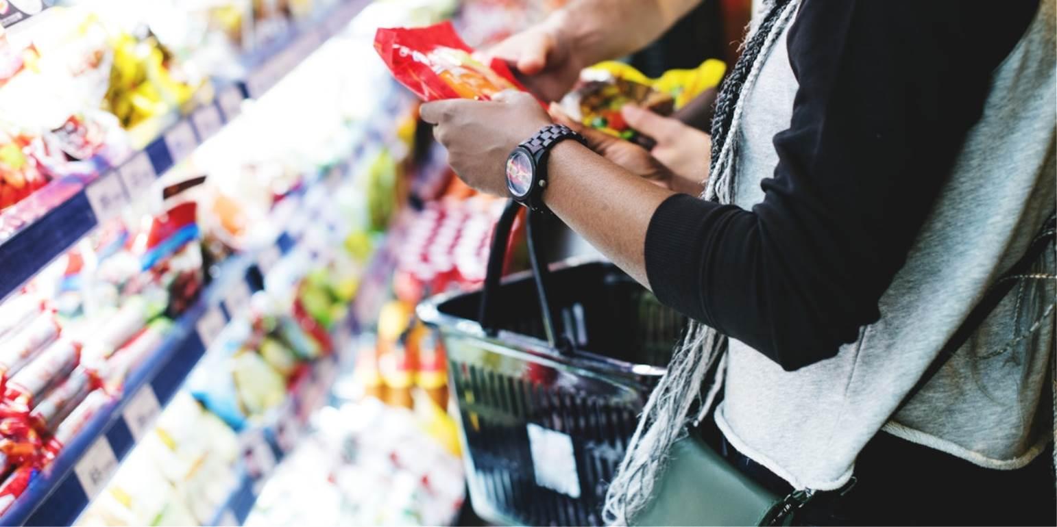 Nέο ωράριο για τα καταστήματα τροφίμων - Την Κυριακή κλειστά
