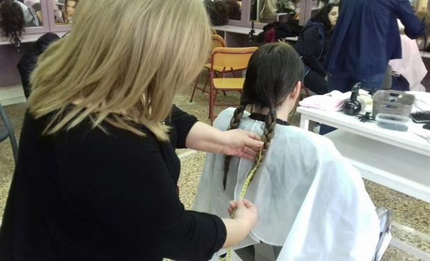 ΚΡΗΤΗ:Δώρισαν μαλλιά σε παιδιά που μάχονται τον καρκίνο - vd, pic