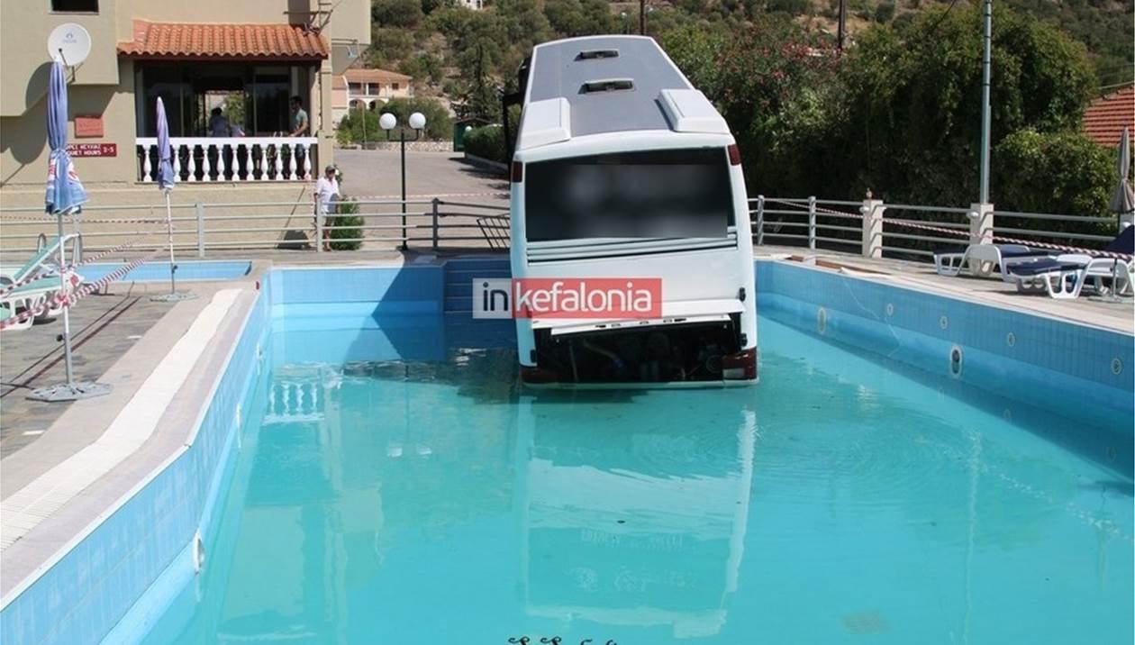 Λεωφορείο από την Κρήτη έκανε «βουτιά» σε πισίνα