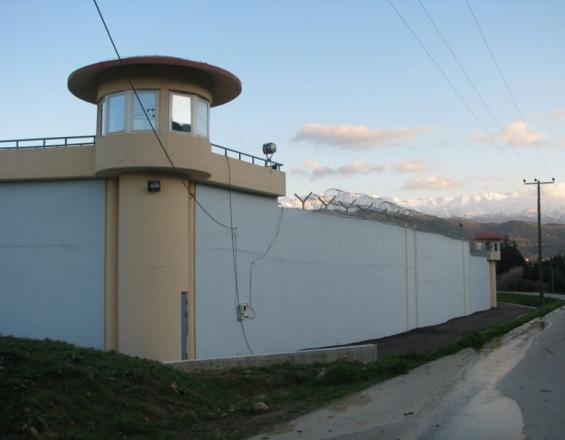 Κρήτη: Δεν έχει διαφύγει τον κίνδυνο ο κρατούμενος μετά τη συμπλοκή