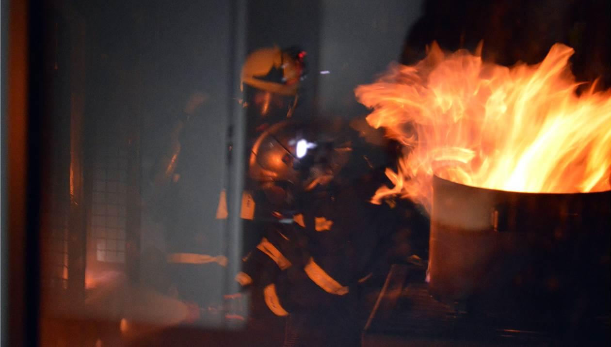 Αυτοκίνητο παραδόθηκε στις φλόγες επί της εθνικής οδού