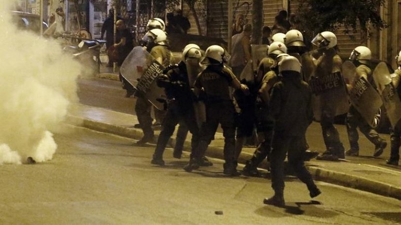 Επεισόδια στο κέντρο του Ηρακλειου για τον Αλ. Γρηγορόπουλο- Πεδίο μάχης διαδηλωτών και ΕΛ.ΑΣ.
