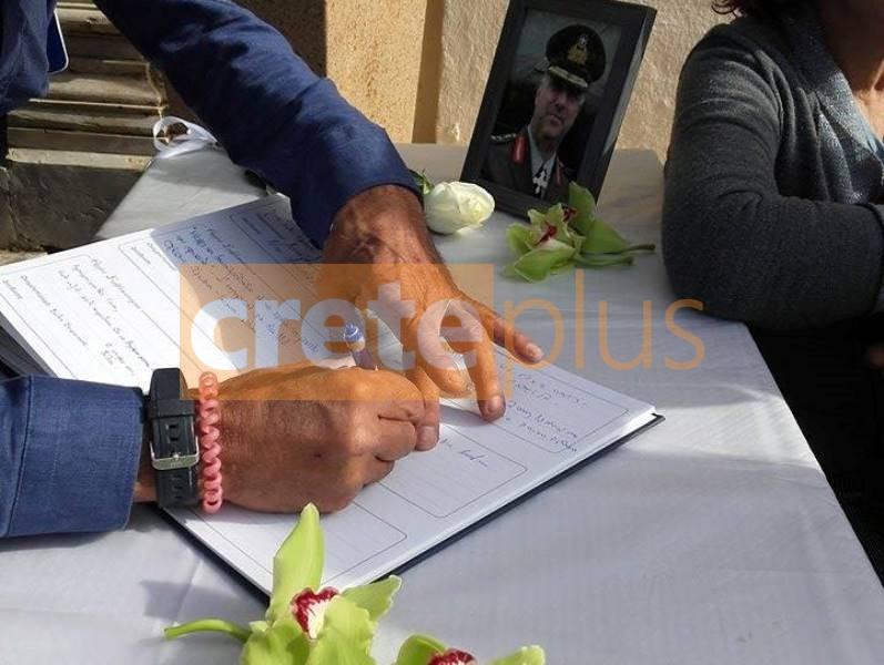 Κηδεία Τζανιδάκη: «Ράγισαν και οι πέτρες» στο τελευταίο αντίο του υποστράτηγου (pics+vid)
