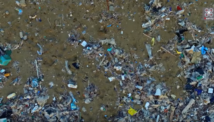 Αυτή είναι η πιο βρώμικη παραλία στην Κρήτη (βίντεο)