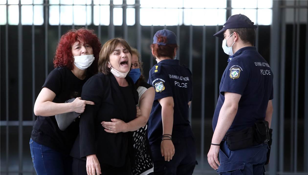Δίκη Τοπαλούδη: Ισόβια και 15 έτη για τους δύο κατηγορούμενους - Χειροκροτήματα στην αίθουσα