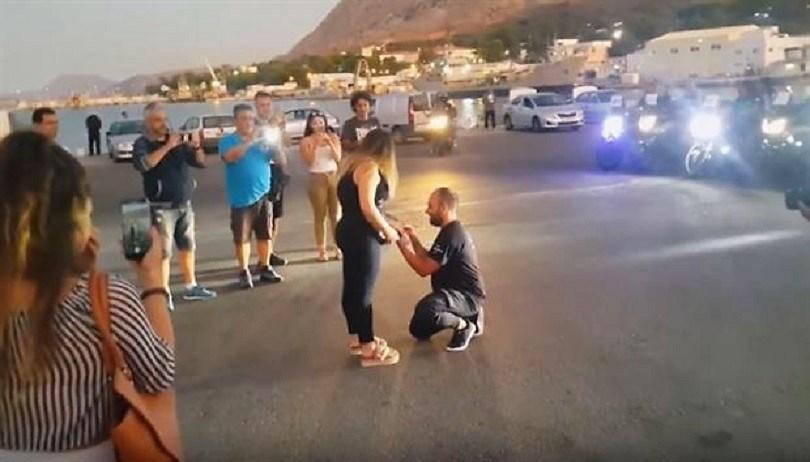 Μια πρόταση γάμου που είχε πολλά γκάζια και...μοτοσικλέτες (vid)
