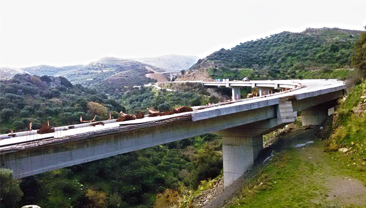 Εντυπωσιακή… αλλά πολύπαθη η γέφυρα Χαμεζίου