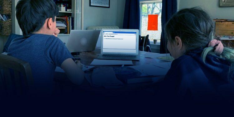 Κλειστή η «ηλεκτρονική τάξη» για χιλιάδες μαθητές – Δυσκολεύονται και οι εκπαιδευτικοί