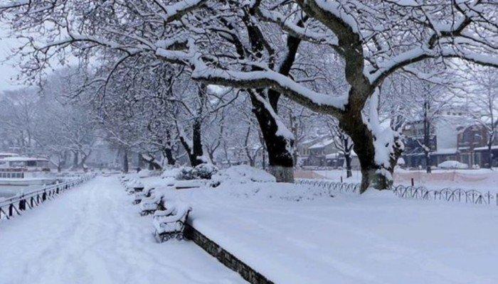 Κλειστά σχολεία στην Κρήτη λόγω του χιονιά (βιντεο)