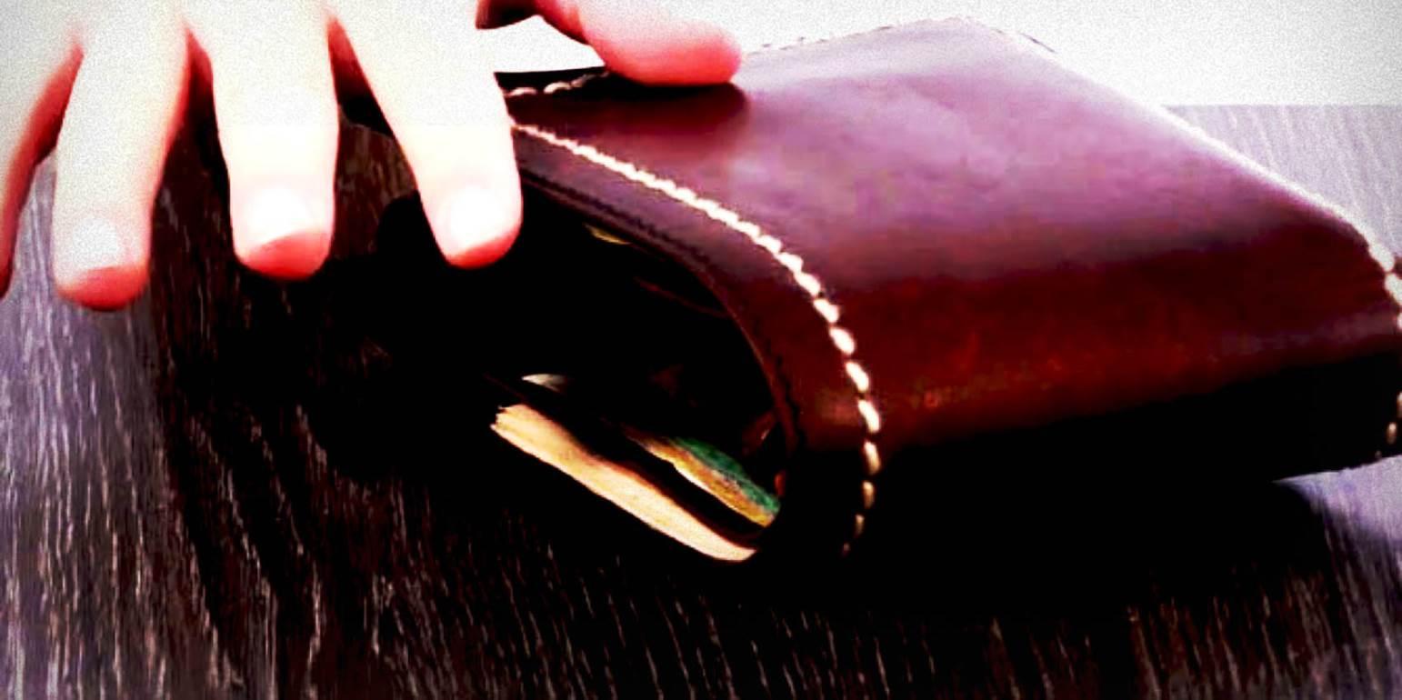 Σούφρωσε» πορτοφόλι από περίπτερο & έγινε… καπνός - Αποκαλυπτικό video