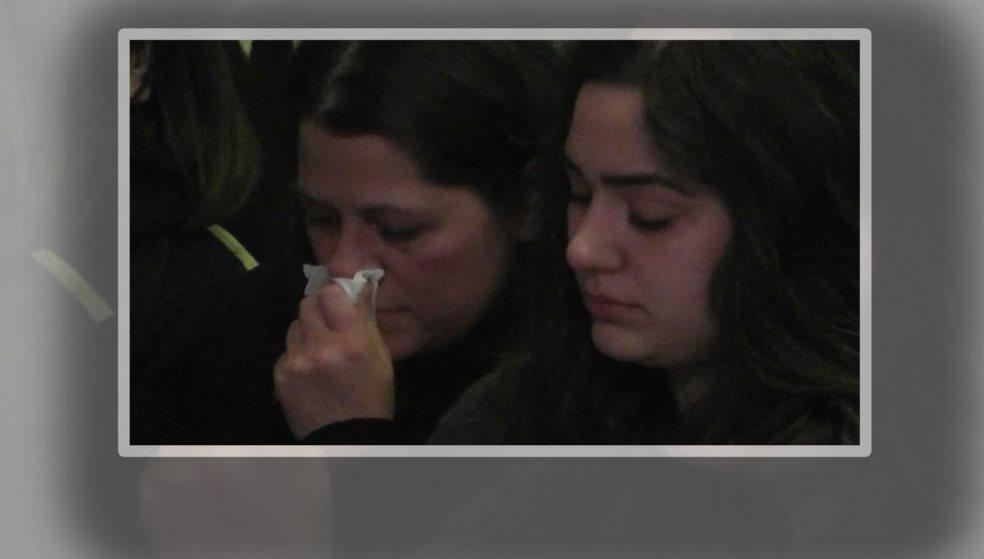 Δε συγκράτησαν τα δάκρυα τους μάνα & αδερφή του Βαγγέλη Γιακουμάκη(βίντεο-φωτός)