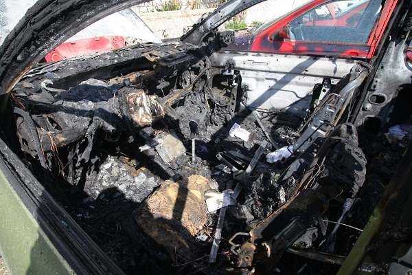 Επέστρεψε στην Κρήτη μετά από 60 χρόνια και του έκαψαν το αυτοκίνητο!