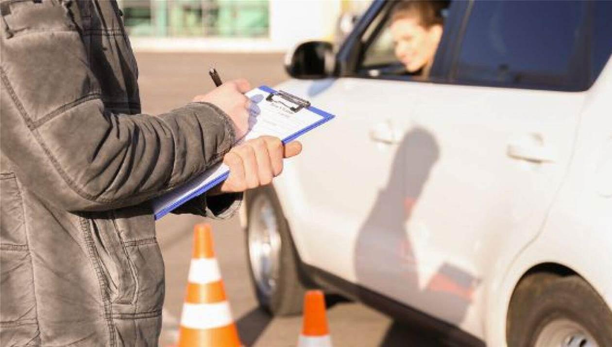 Δίπλωμα Οδήγησης: Στο... τιμόνι από τα 17 - Οι όροι της «συνοδευόμενης οδήγησης»