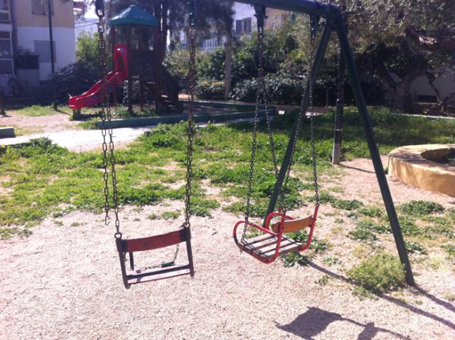 Ηράκλειο: Μια ακόμα παιδική χαρά που κρύβει παγίδες (Φωτογραφίες)