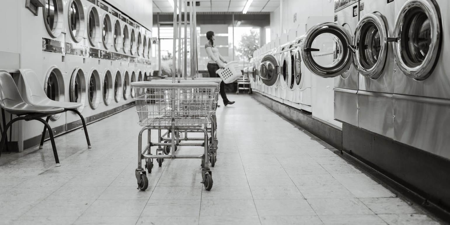 Κορωνοϊός: Πώς απολυμαίνουμε & καθαρίζουμε ρούχα, που πλέκονται στο πλυντήριο