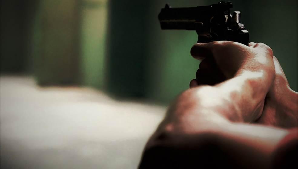 Του έβγαλε όπλο επειδή του ζήτησε να τον ασφαλίσει