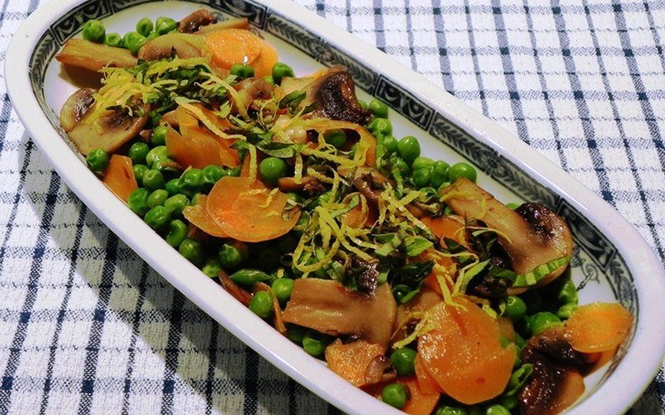 Αρακάς με καρότα και μανιτάρια