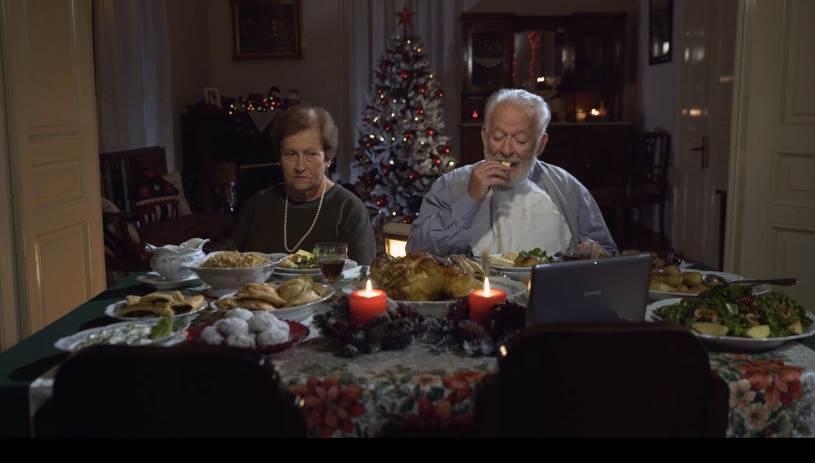 «Οι επισκέπτες»: Η μικρή ταινία του Θοδωρή Παπαδουλάκη για τα Χριστούγεννα θα σας κάνει να κλάψετε