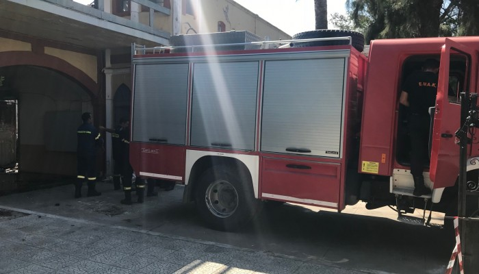 Ξέσπασε φωτιά σε διαμέρισμα στη Θέρισο - Απεγκλωβίστηκε 21χρονη