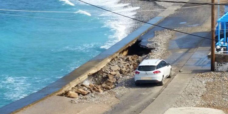 Προσοχή: Κατέρρευσε κεντρικός δρόμος στη Μίλατο