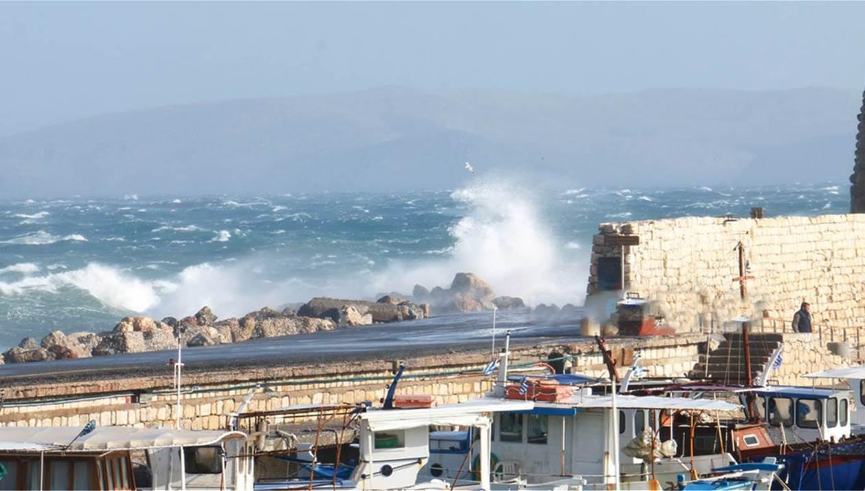 Kακοκαιρία: Ριπές 92 χιλιομέτρων στην Κρήτη - «Ξηλώθηκαν» κάγκελα
