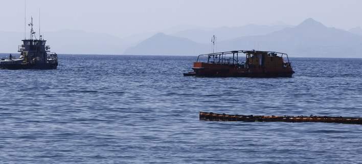 Στο βυθισμένο «Αγία Ζώνη ΙΙ» υπάρχουν ακόμα 1.500 τόνοι μαζούτ - Γιατί καθυστερεί η απάντληση