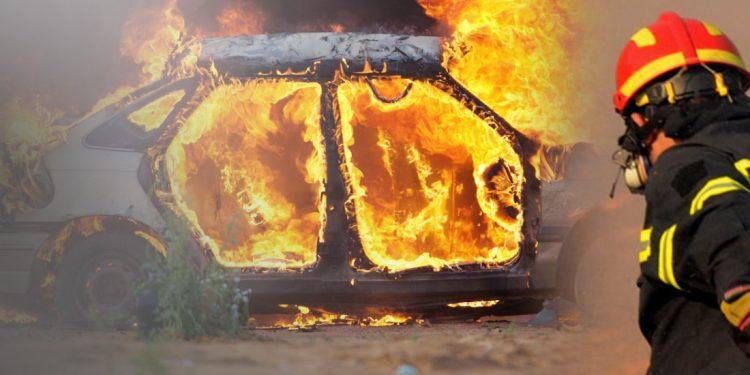 Το αυτοκίνητο τυλίχθηκε στις φλόγες εν κινήσει