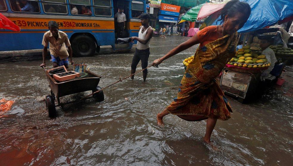 Σοκάρει ο απολογισμός από τις πλημμύρες στην Ινδία: Τουλάχιστον 445 νεκροί