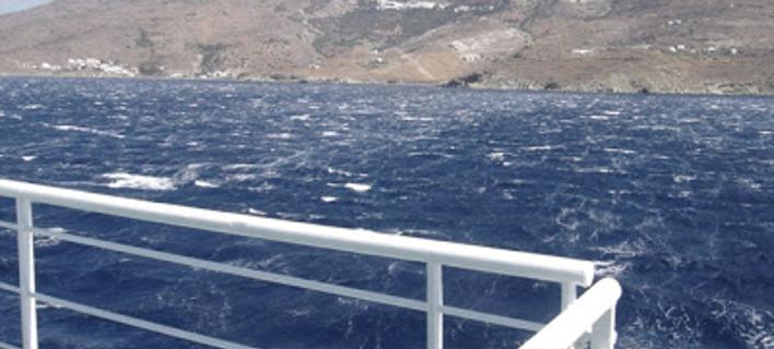 Μάταλα: Σκάφος «έπεσε» σε βράχια και εξέπεμψε σήμα κίνδυνου