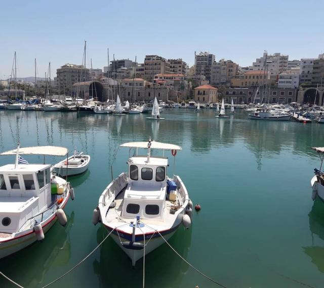 Ηράκλειο: Φωτογραφίες και βίντεο με το βυθισμένο σκάφος στο λιμάνι-Βίντεο και Φώτος