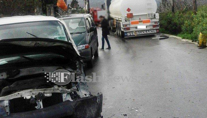 Σύγκρουση αυτοκινήτου με βυτιοφόρο γεμάτο με καύσιμα στα Χανιά-Φωτογραφίες