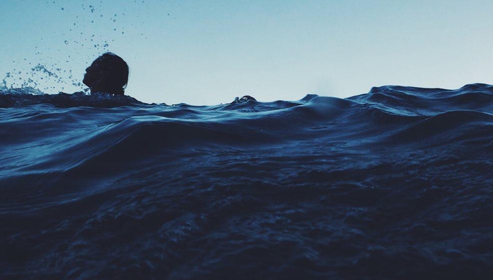 Σώθηκαν από βέβαιο πνιγμό δύο άντρες στην παραλία Αρίνα