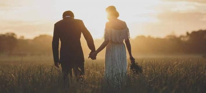 Χαμός σε γάμο: Εκλεβε φακέλους με χρήματα για τους νεόνυμφους