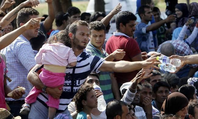 Ηράκλειο: Συνεχίζουν τη συγκέντρωση τροφίμων, ρούχων και φαρμάκων για τους πρόσφυγες