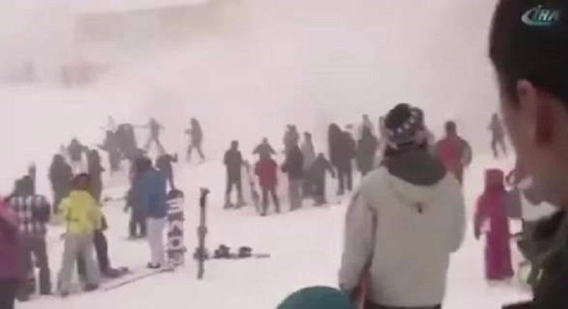 Τουρκία: Κυνικός μάνατζερ ξενοδοχείου μένει αδιάφορος όταν χιονοστιβάδα παρασύρει τους πελάτες του!