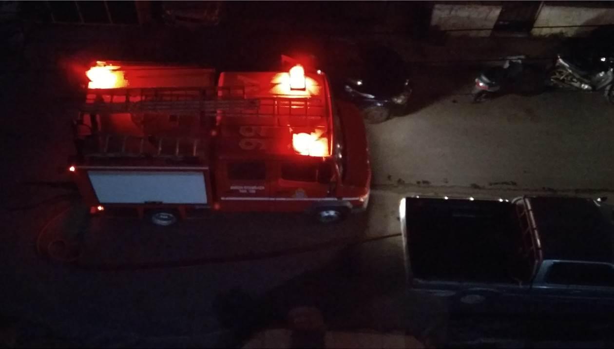 «Στάχτη» έγιναν 2 αυτοκίνητα - Τεράστια η ζημιά