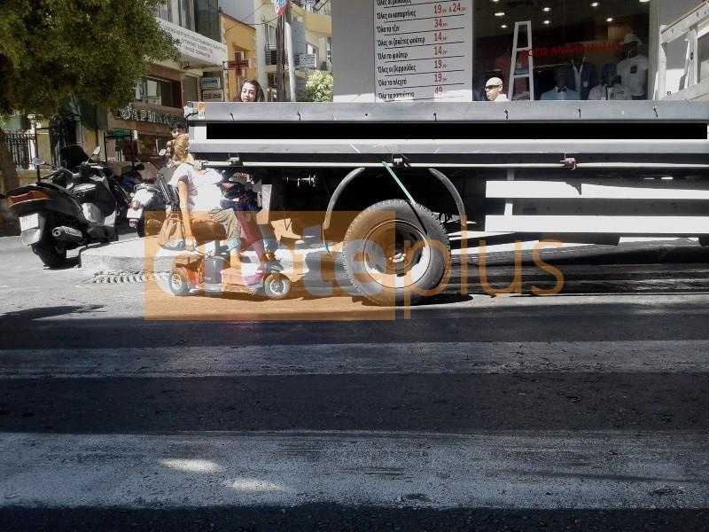 Μήνυμα απόγνωσης από Ηρακλειώτισσα που χωθηκε με το αναπηρικό της αμαξίδιο κάτω από φορτηγό! (pics)