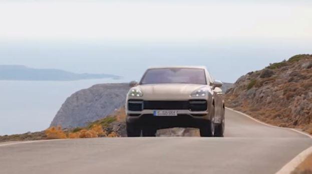 Oι εντυπωσιακες Porsche Cayenne κάνουν βόλτα στην... Kρήτη (vid)
