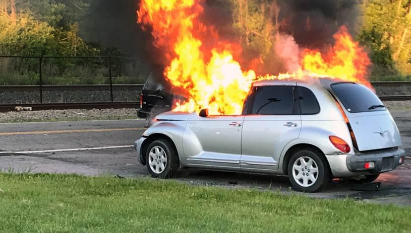 Αυτοκίνητο άρπαξε φωτιά στο πάρκινγκ του αεροδρομίου