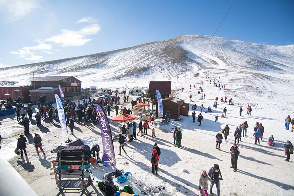 «Βούλιαξαν» από κόσμο τα χιονοδρομικά - Χιλιάδες επισκέπτες στα χιονοδρομικά το τριήμερο των Φώτων