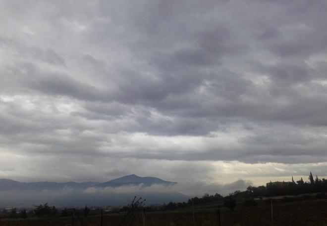 Συννεφιασμένος ουρανός με την θερμοκρασία να αγγίζει τους 24 βαθμούς Κελσίου